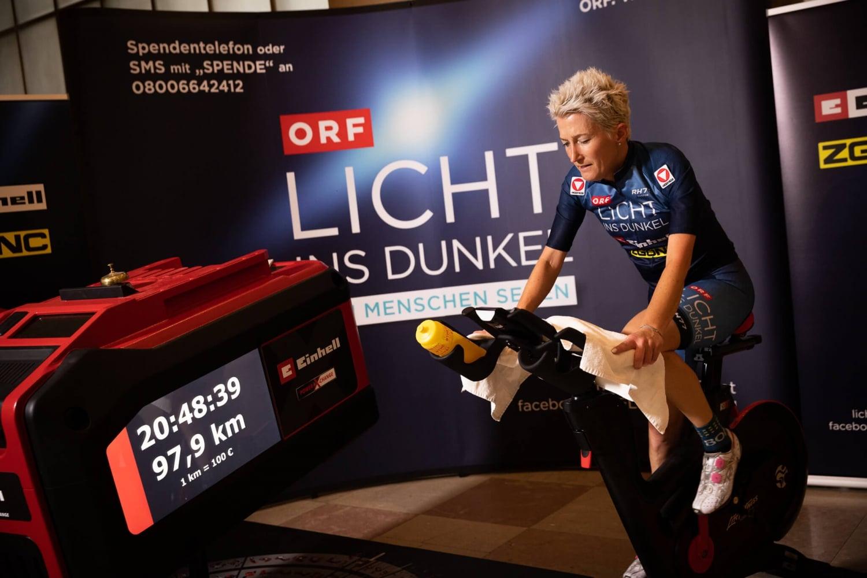 Yvonne Marzinke strampelt 24h für Licht ins Dunkel